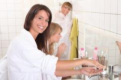 Женщины получая готова Стоковые Фотографии RF