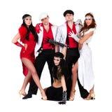 余兴节目在葡萄酒服装穿戴的舞蹈家队 免版税库存照片
