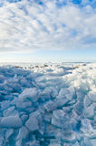 堆在海的残破的冰川 库存图片