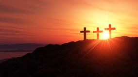 在日落的宗教十字架 免版税库存图片