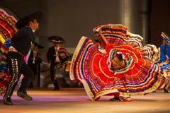 哈利斯科州墨西哥民俗的舞蹈礼服被传播的红色 免版税库存照片