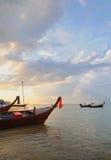 晚上在卡玛拉海湾在泰国 免版税库存照片