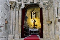 有耶稣雕象的圣女玛丽亚在圣地亚哥 免版税库存照片