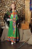 俄国服装的女孩 免版税库存照片