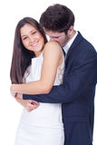 Ευτυχές ζεύγος που αγκαλιάζει και που φιλά Στοκ Εικόνες