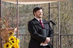 微笑的有胡子的犹太教教士 免版税库存图片
