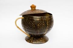 咖啡杯由椰子壳制成 库存图片