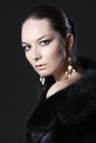 Портрет женщины в меховой шыбе Стоковые Фотографии RF