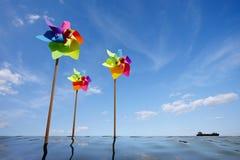 戏弄绿色能量风力场的风车概念 免版税库存图片