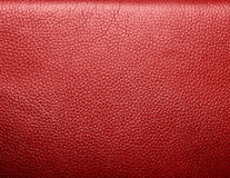 软性起皱纹的红色皮革。纹理或背景 免版税库存图片
