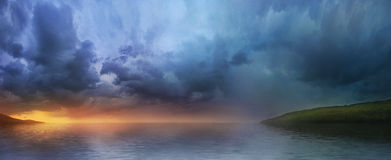 在湖的日落,全景 库存照片