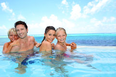 快乐的家庭画象在泳装的 库存图片