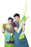夫妇举行在白色的清洁工具 免版税库存照片