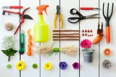 从事园艺和卖花人工具。 免版税图库摄影