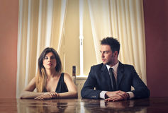 Άνδρας και γυναίκα στα έξυπνα ενδύματα Στοκ Φωτογραφία