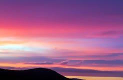 桃红色和紫色云彩 免版税库存照片