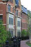 新的连栋房屋在城市 库存照片