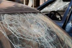 Сломленное стекло автомобиля. Стоковые Изображения RF