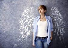 有天使翼的可爱的妇女 免版税库存图片