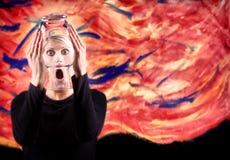 妇女尖叫与被变形的面孔 免版税库存图片