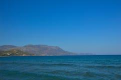 在干尼亚附近的美丽的海,克利特海岛,希腊 免版税库存图片