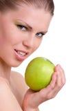 有绿色苹果计算机的妇女 免版税库存图片