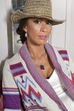 美丽的妇女佩带的设计师夹克 免版税库存照片