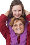 祖母和孙女拥抱 免版税图库摄影