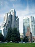 现代大厦和砖教会 免版税库存图片