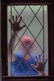 议院夜贼窗户栏弄脏了偷窃 库存照片
