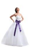 Молодая усмехаясь невеста представляя в студии Стоковые Фотографии RF