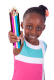 拿着颜色铅笔- A的逗人喜爱的黑人非裔美国人的小女孩 库存图片
