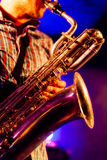 На саксофоне баритона Стоковое Фото