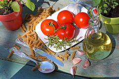 健康食物、面团和蕃茄 库存图片