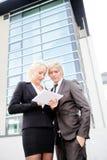 Таблетка человека бизнес-леди цифровая Стоковые Изображения RF