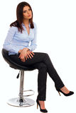 Ευτυχής νέα επιχειρησιακή γυναίκα στο μπλε πουκάμισο Στοκ Εικόνα