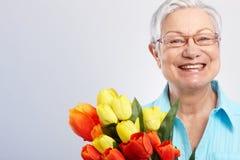 母亲节微笑的祖母 免版税图库摄影