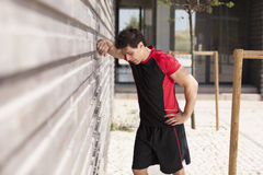 Утомлянный человек спортсмена Стоковая Фотография