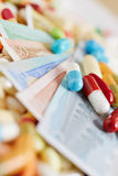 医学和欧洲金融法案与疗程 免版税库存图片