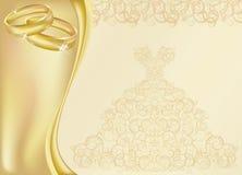 婚礼与两个金黄圆环的邀请卡片 免版税库存图片