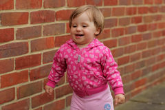 逗人喜爱的矮小的女婴 免版税库存图片