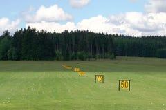 驱动高尔夫球范围 库存图片
