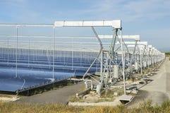 可再造能源:太阳作为最佳的方式导致绿色能量 图库摄影