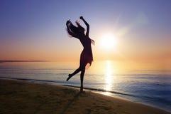 在日落的舞蹈 图库摄影