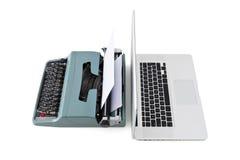 当代膝上型计算机对老打字机 库存照片
