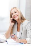 Επιχειρηματίας με το τηλέφωνο Στοκ Εικόνες
