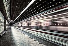 在行动的欧洲地铁运输车 库存照片