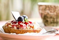 草莓奶油甜点馅饼 库存图片