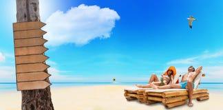Пары наслаждаясь их летними отпусками Стоковая Фотография