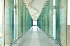 玻璃窗和通道 免版税库存照片
